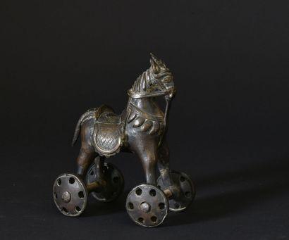 Cheval sur roulettes en bronze  Jouet ancien...