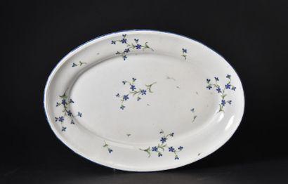 NIDERVILLER  Plat ovale en porcelaine décoré...