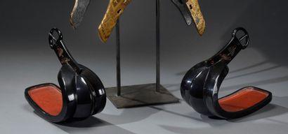 JAPON - Période EDO (1603-1868)  Paire d'étriers...