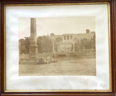 Une photographie ancienne.  Place à l'obélisque...