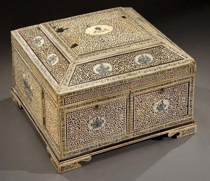 Importante boîte anglo-indienne, faite pour...