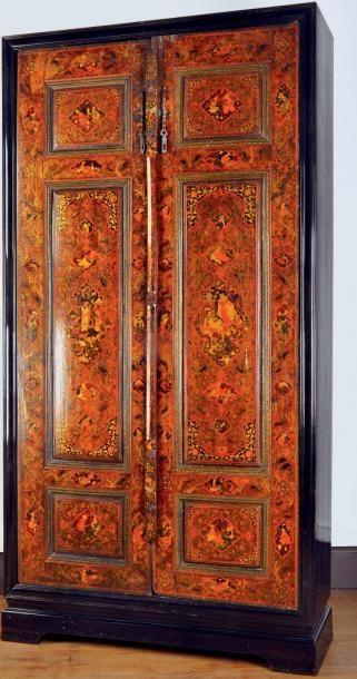 Paire de portes en bois laqué à décor persan...