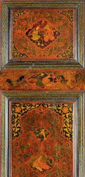 Paire de portes en bois laqué à décor persan de style safavide XIXe siècle Montées...