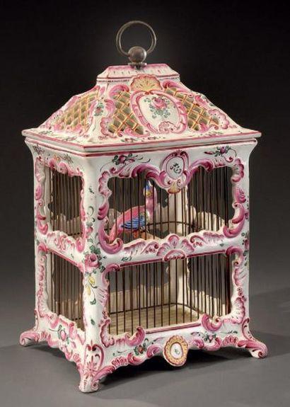 Cage à oiseaux en faïence polychrome à décor...