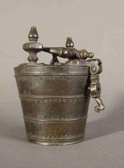 Pile de poids à godets en bronze, de quatre...