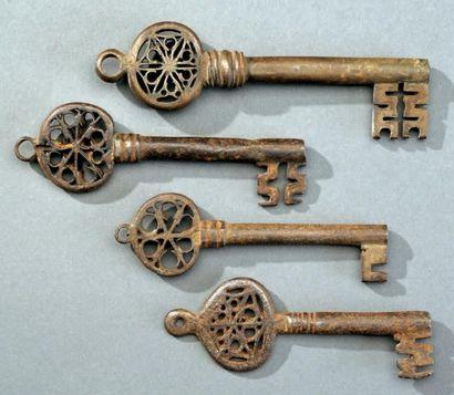 Lot de quatre clefs dites vénitiennes en...