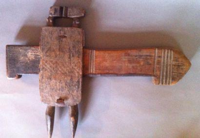 Serrure en bois sculpté et gravé, Bambara,...