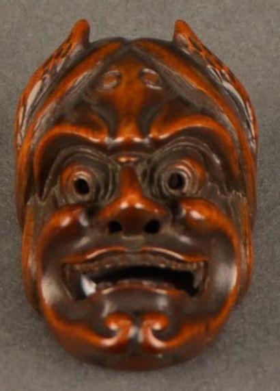 JAPON - XIXE SIÈCLE Petit masque en buis à patine brune représentant Hannya Signé...
