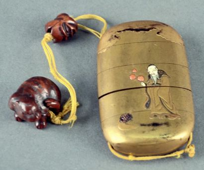 JAPON - Epoque MEIJI (1868 - 1912) Inro à quatre cases en laque fudame décoré avec...
