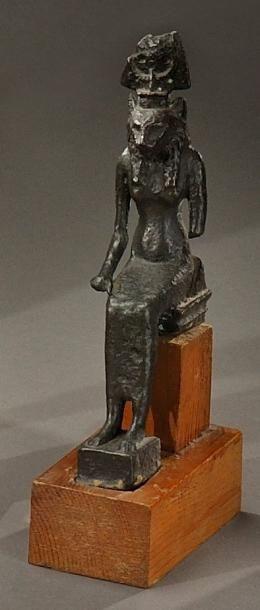 Statuette de divinité léontocéphale portant...