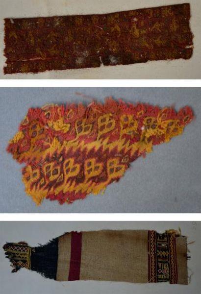 Lot de trois fragments de tissus à motifs...