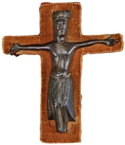 Christ d'applique en cuivre champlevé, émaillé,...