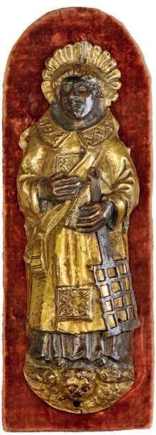 Figure d'applique en cuivre repoussé et doré...