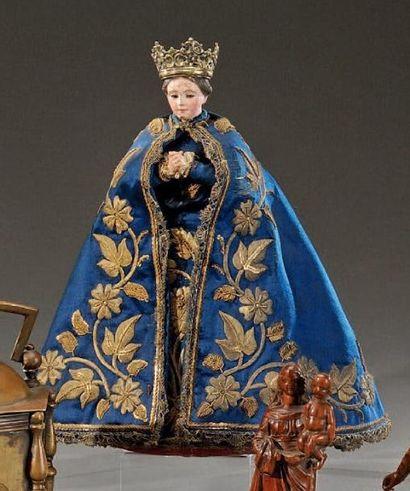 Statue de Vierge couronnée en bois sculpté...