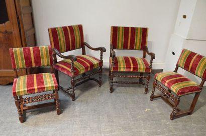 Paire de fauteuils à dossier bas et accotoirs...