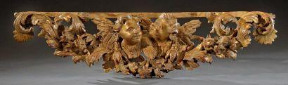 Beau motif en bois sculpté en ronde-bosse...