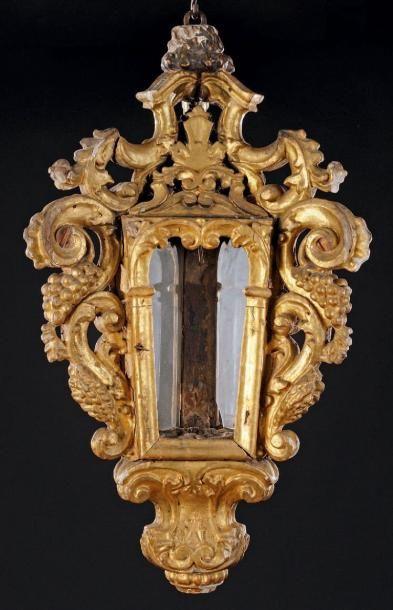 Belle lanterne triangulaire en bois doré,...