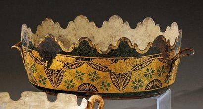 Verrière ovale en tôle peinte à décor d'arceaux...