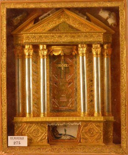 Cadre-boîte reliquaire figurant une façade...
