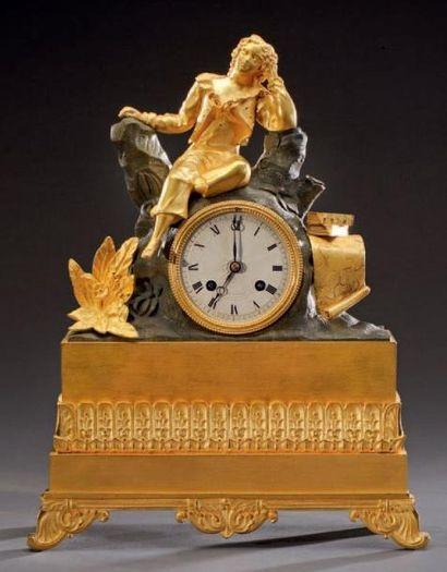 Pendule borne en bronze doré et patine à...