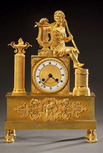 Pendule borne en bronze doré et ciselé à...