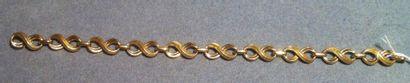 AUGIS Bracelet en or jaune, composé de maillons en forme de huit L. 19 cm - Poids...