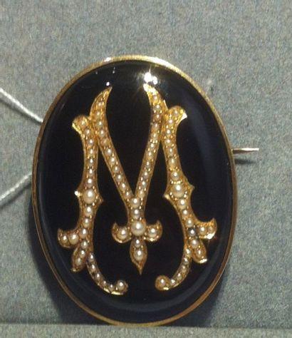Broche de forme ovale, monture en or jaune, système pour porter en broche en métal,...