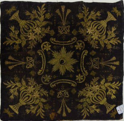 Trois broderies, Turquie, 1870-1900 environ, 2 carrés au tugra; la plus remarquable...