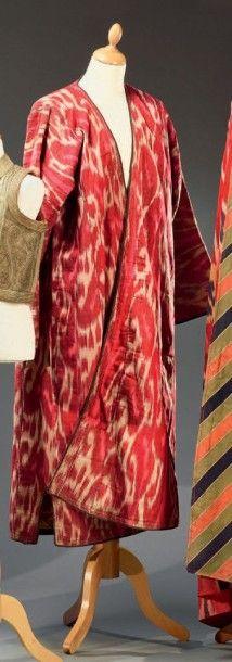 Manteau, Asie centrale, ikat soie rose et...