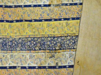 Châle, Perse, fin du XIXe siècle, tissage soie polychrome; alternance d'étroites...