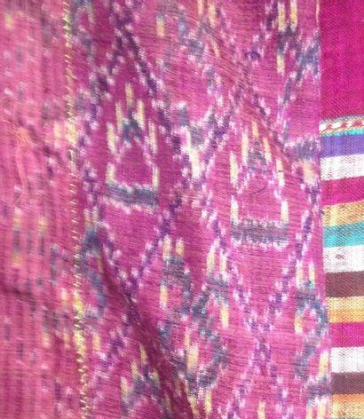 Réunion de pièces du Costume traditionnel,...