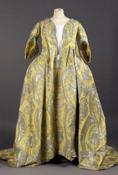 Exceptionnelle robe volante, vers 1730, lampas...