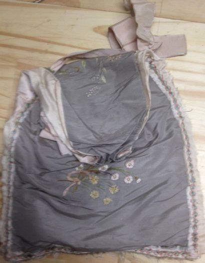 Deux pochettes à mouchoirs et ouvrages, XIXe...