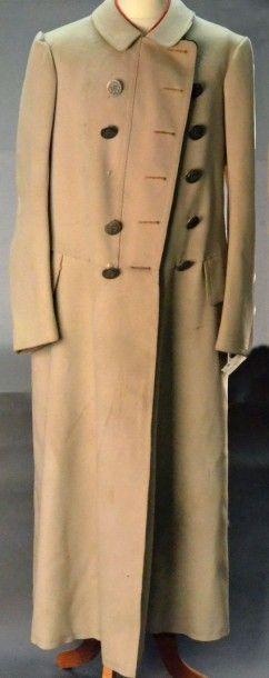 Lourd et chaud manteau de cocher à la marque Belle Jardinière à Paris, seconde moitié...