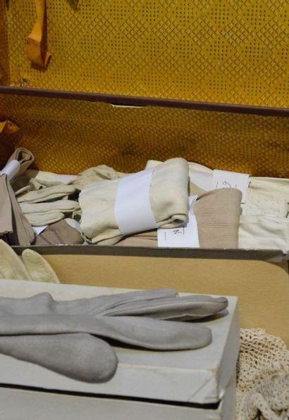 Bel ensemble de paires de gants, début du...