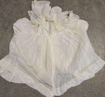 Corsage de dame, fin du XIXe siècle, en linon, à manches mi-longues froncées aux...