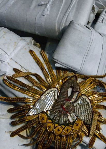 Paramentique, fin du XIXe-début du XXe siècle, orfrois de croix de chasuble au pélican...
