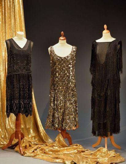 Exceptionnel métrage de crêpe brodé pour robe du soir, vers 1920-1930, crêpe de...