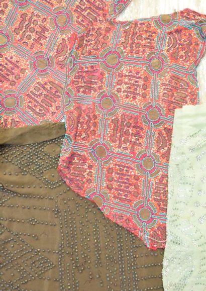 Broderies, vers 1920-1930, 3 robes du soir...