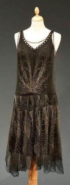 Robe du soir, vers 1925, en tulle noir à...