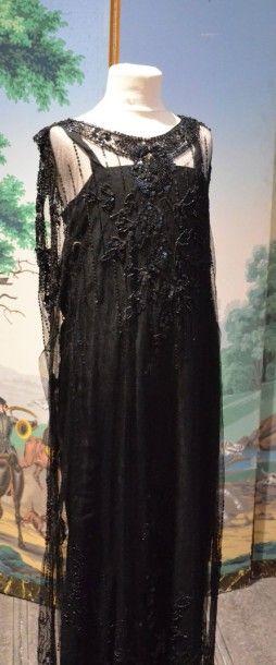 Robe du soir, vers 1925, tunique sans manches...