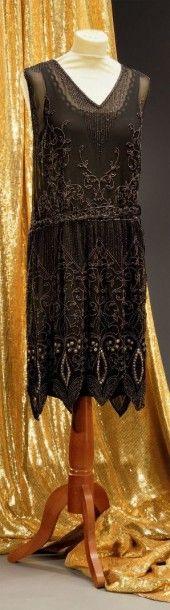 Robe du soir, vers 1925, en crêpe de soie...