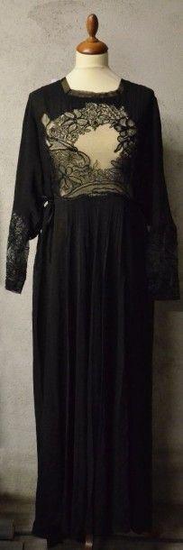 Robe habillée, vers 1940, en crêpe noir,...