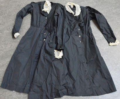 Deux tenues de femmes de chambre, vers 1930-1940,...
