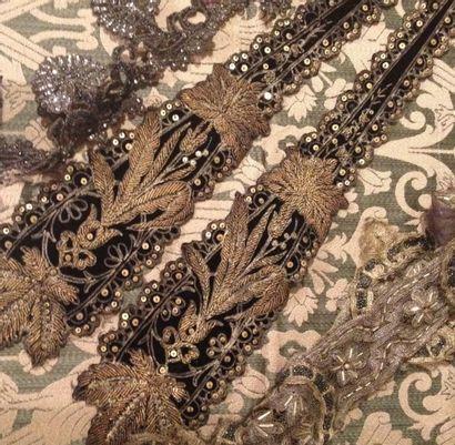 Réunion de garnitures brodées de robes, vers...