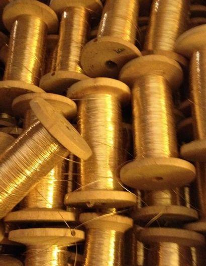 Ensemble de bobines de filé vieil or, environ...