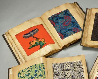 Album d'échantillons d'imprimés pour la Haute-Couture,...