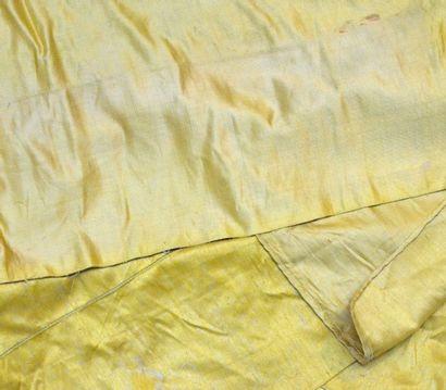 Métrage de sergé de soie jaune bouton d'or,...