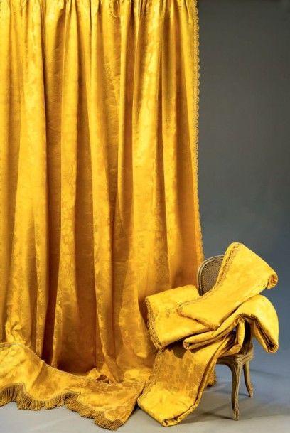 Ensemble de rideaux en damas jaune, milieu...
