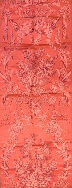 Lampas d'après une soierie Louis XV notamment...